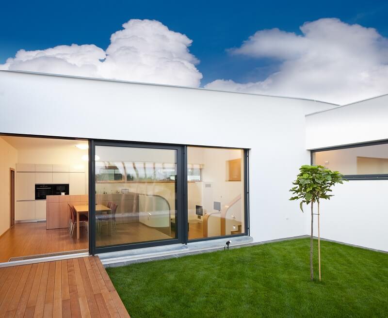 Terrassenschiebetür mit Aluminium-Blende Budvar