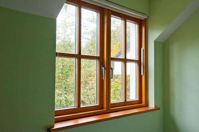 schöne Holzfenster Budvar