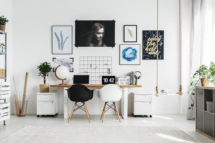 Arbeitszimmer mit dem optimalen Licht für die Arbeit